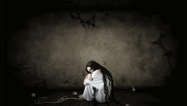 Κορίτσι καθισμένο στο σκοτάδι- όργανα και τα συναισθήματα