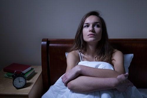 Γυναίκα με αϋπνία- καρδιακή προσβολή