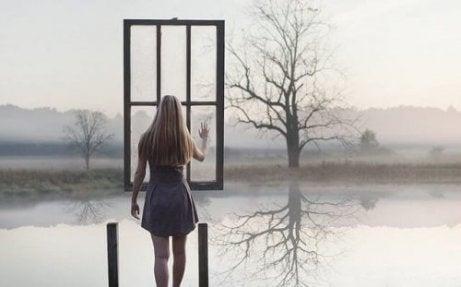Γυναίκα και παράθυρο σε λίμνη ειλικρινείς άνθρωποι