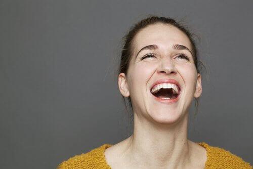 Χαρούμενη γυναίκα- όργανα και τα συναισθήματα