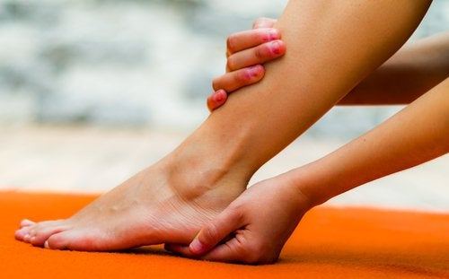 γυναίκα, πόδι - θεραπεύσετε την άκανθα πτέρνας