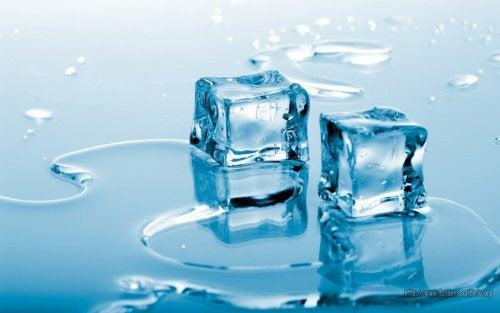 παγάκια, νερό - θεραπεύσετε την άκανθα πτέρνας