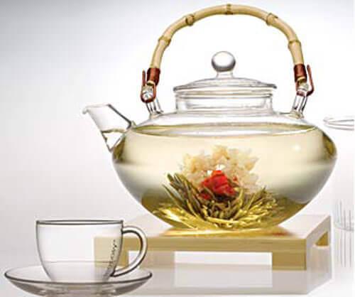 Λευκό τσάι τσαγιέρα με άνθη τσαγιού- λιποδιαλυτικά ροφήματα