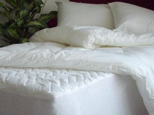 Μάθετε πώς να αποστειρώνετε και να καθαρίζετε το στρώμα και τα μαξιλάρια σας