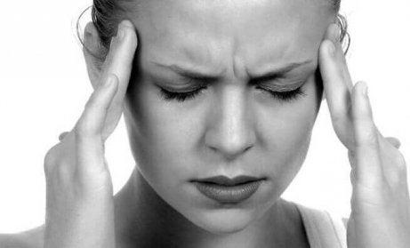 νευραλγία τριδύμου Γυναίκα με πονοκέφαλο