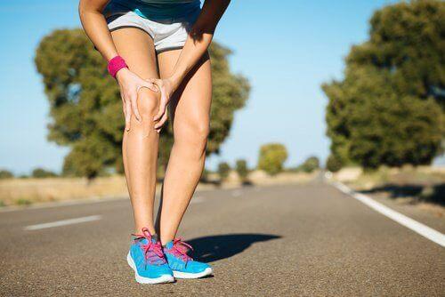 Πόνος στα γόνατα: τι δεν πρέπει να κάνετε