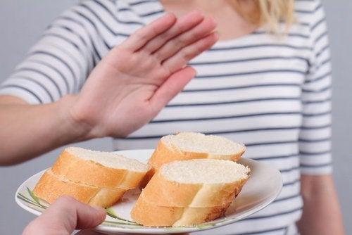 Αιτίες για ακανόνιστη περίοδο - Γυναίκα λέει όχι στο ψωμί