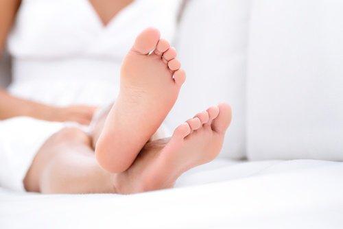 πόδια, ξαπλωμένος - θεραπεύσετε την άκανθα πτέρνας