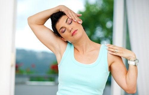 Θέλετε να θεραπεύσετε φυσικά τον πόνο στον λαιμό και την πλάτη;