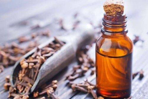 σπιτικές θεραπείες για τα πρησμένα ούλα