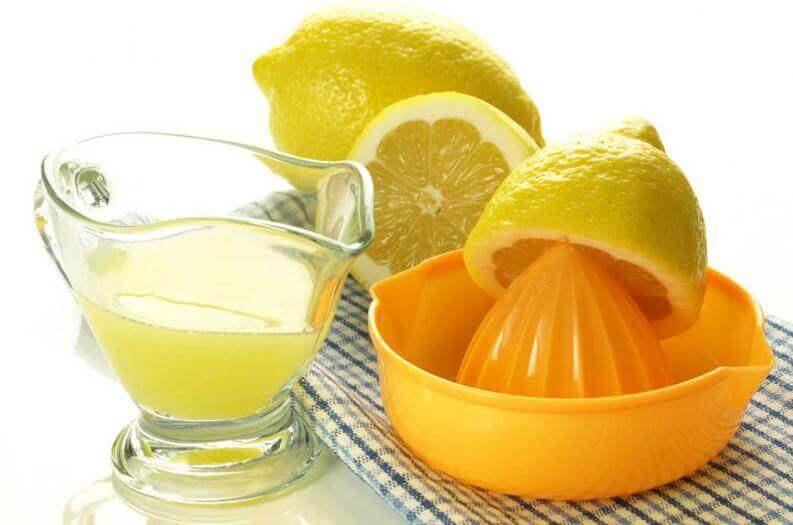 Καθαρά μαξιλάρια - Στυμμένα λεμόνια και χυμός λεμονιού