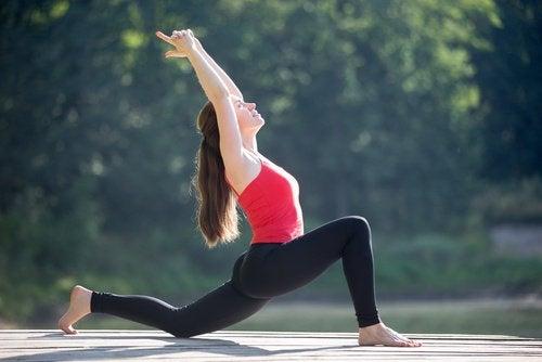 απαλλαγείτε φυσικά από τον πόνο στην πλάτη Διάταση καμπτήρων ισχίου για τον πόνο στην πλάτη
