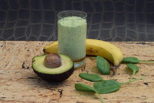 σμούθι με αβοκάντο και μπανάνα