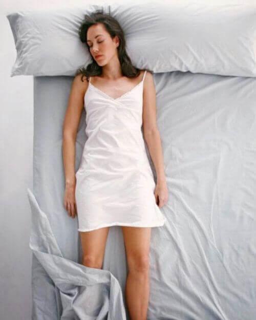 κρεβάτι, γυναίκα, ύπνος στάση που κοιμάστε
