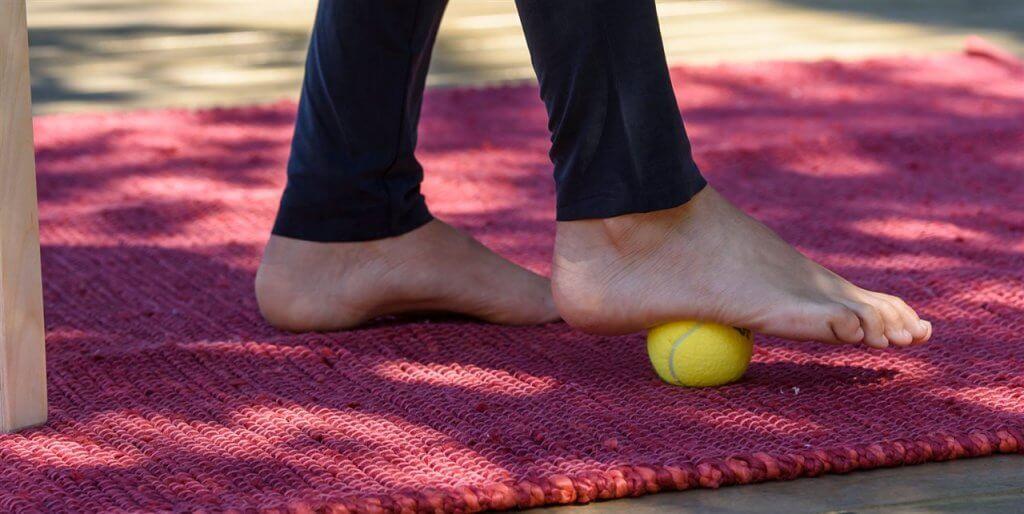 άσκηση με μπάλα στο πέλμα