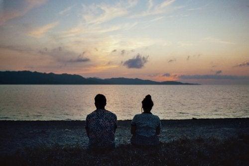 ζευγάρι, παραλία αντανάκλαση του εαυτού