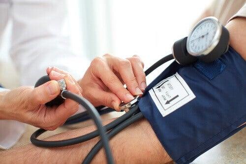 Φυσικές θεραπείες για να μειώσετε την υψηλή αρτηριακή πίεση