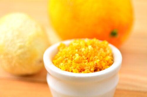 Φλούδα πορτοκαλιού για το σκούρο δέρμα στις μασχάλες