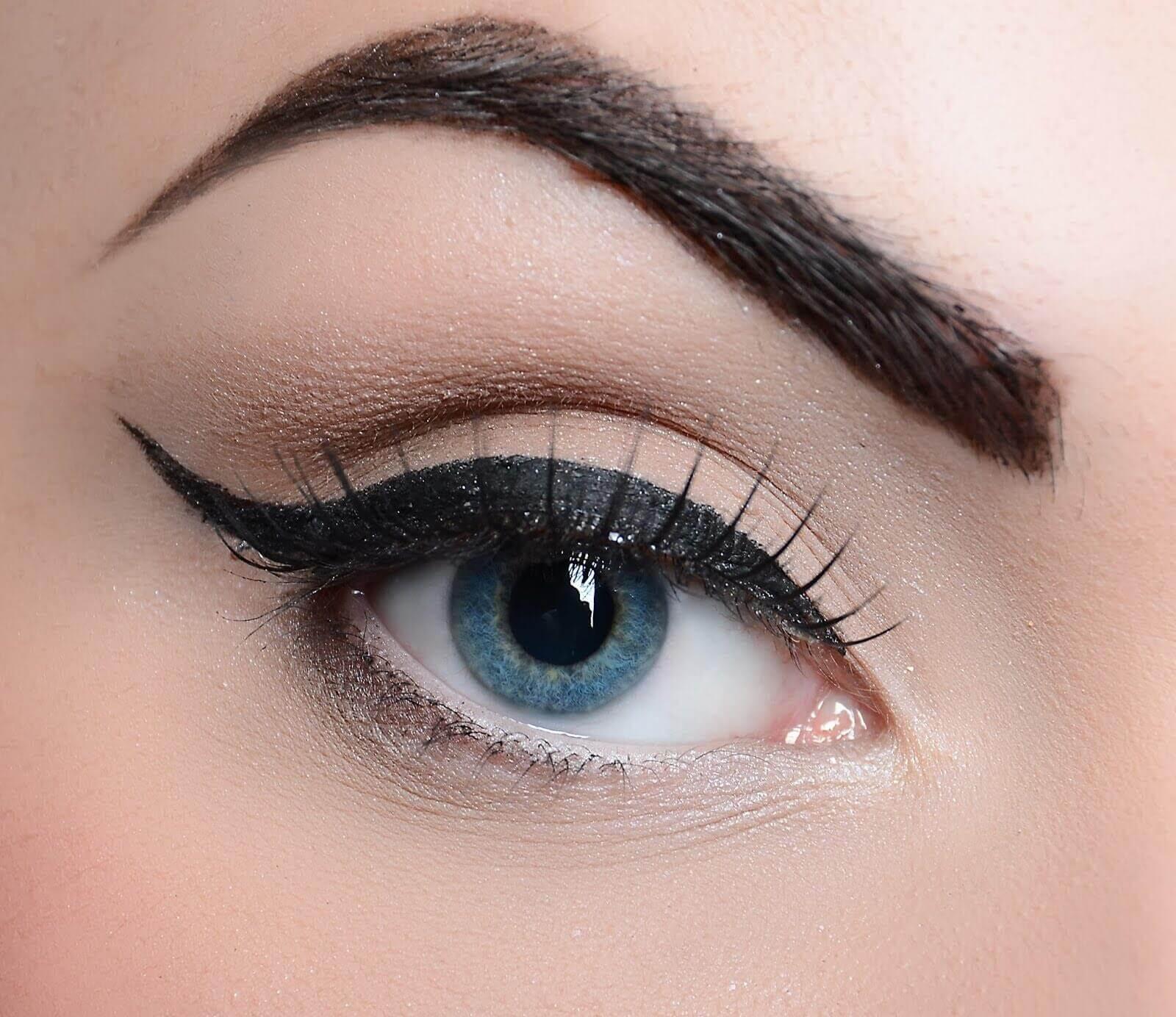 Μακιγιάζ των ματιών - Μάτι με Ελληνική γραμμή