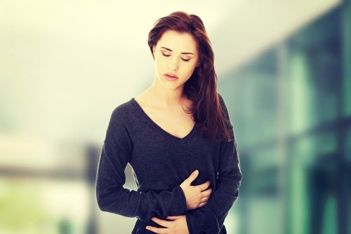 καρκίνος των ωοθηκών γυναίκα με πόνο στην κοιλιά
