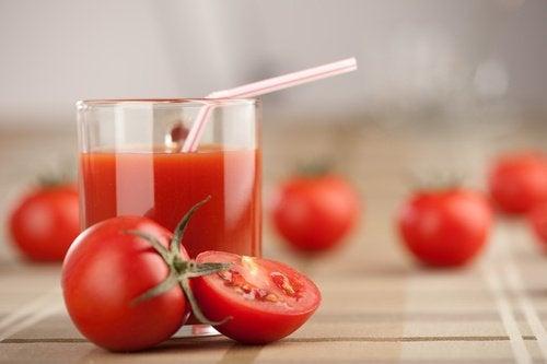Μικρύνετε τους πόρους σας, χυμός ντομάτας
