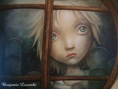 Συναισθηματικά πληγωμένο παιδί στο παράθυρο