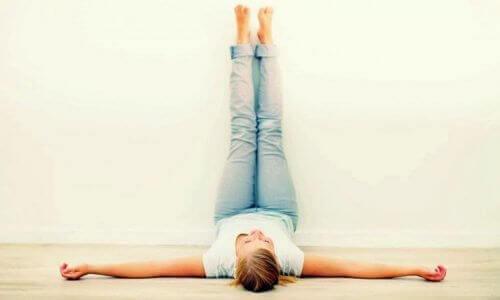 Σηκώστε τα πόδια ψηλά για 20 λεπτά κάθε μέρα!