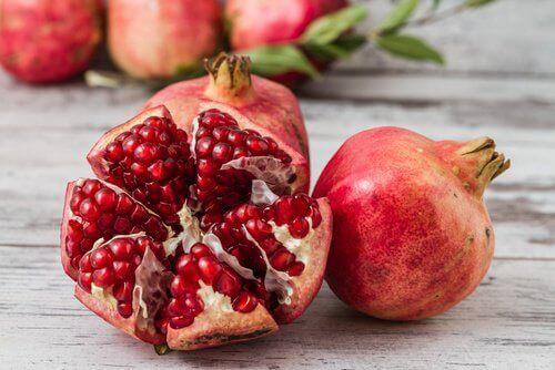 Φρούτα κατά της γήρανσης - Ρόδι κομμένο