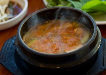 Σούπα-τροφές που δεν θα πρέπει να αποθηκεύονται ποτέ σε πλαστικό