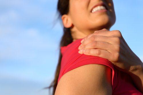 Τενοντίτιδα ώμου: μερικές ασκήσεις για να την αντιμετωπίσετε