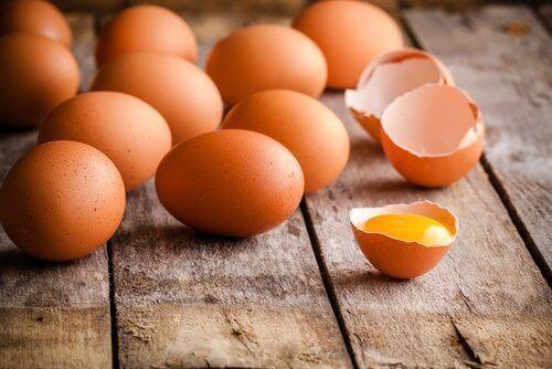 τροφές που δεν θα πρέπει να αποθηκεύονται ποτέ σε πλαστικό -αβγα