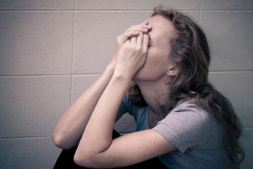 7 αόρατες επιπτώσεις της ψυχολογικής βίας. Μάθετε ποιες είναι