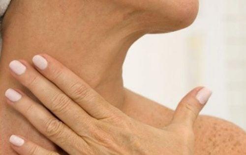 5 θεραπείες για να απαλλαγείτε από τις ρυτίδες στο λαιμό