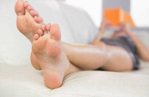 6 οφέλη του να μουλιάζετε τα πόδια σας στο ξύδι, δυσάρεστες οσμές