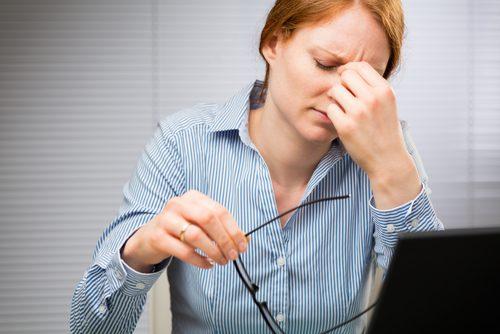 7 πιθανές αιτίες για τα τικ στα μάτια, κουρασμένα μάτια