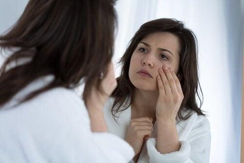 7 πιθανές αιτίες για τα τικ στα μάτια