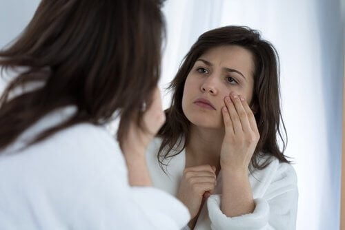 a432bc8bec 7 πιθανές αιτίες που μπορεί να προκαλούν τα τικ στα μάτια