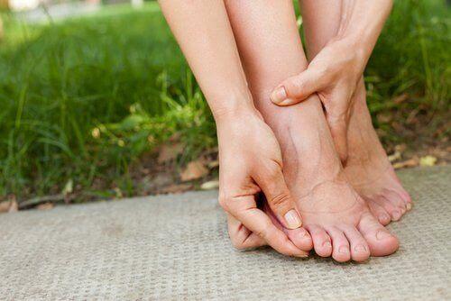 Δεν τρώτε αρκετές πρωτεΐνες - Γυναικεία πόδια