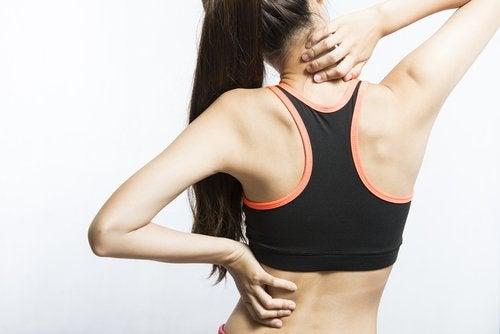 Δεν τρώτε αρκετές πρωτεΐνες - Γυναικεία πλάτη