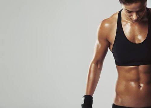 7 συμβουλές για να κάψετε το λίπος και να χτίσετε μυς