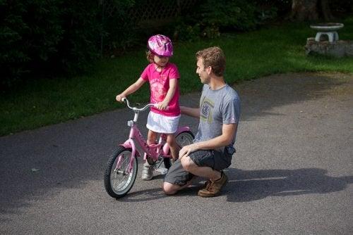 8 πράγματα που πρέπει να κάνει ένας πατέρας για να αναθρέψει μια δυνατή γυναίκα, χόμπι