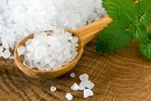 Θαλασσινό αλάτι για καθαρισμό του παχέος εντέρου