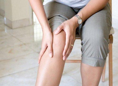 10 κόλπα για τη μείωση του πόνου στα γόνατα