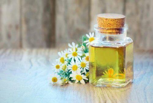 Αντιμετώπιση της αρθρίτιδας - Έλαιο χαμομηλιού σε μπουκαλάκι