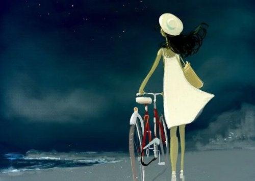 Γυναίκα με ποδήλατο στην παραλία - είστε ειλικρινείς