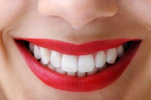 Τρώτε μήλα για υγιή δόντια
