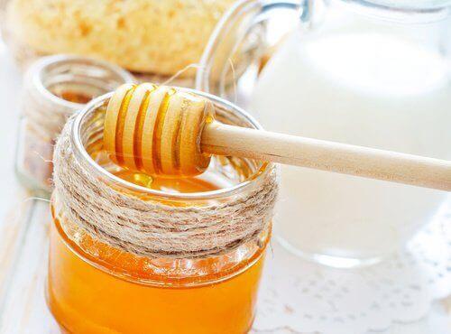 Ενυδατικές μάσκες μαλλιών με μέλι