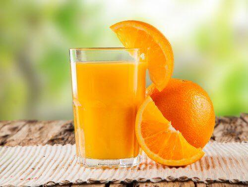 Χυμός πορτοκαλιού για καθαρισμό του παχέος εντέρου