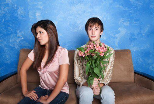 Πράγματα που δε θα πρέπει να ανέχεστε - Γυναίκα αδιαφορεί για τον σύντροφό της