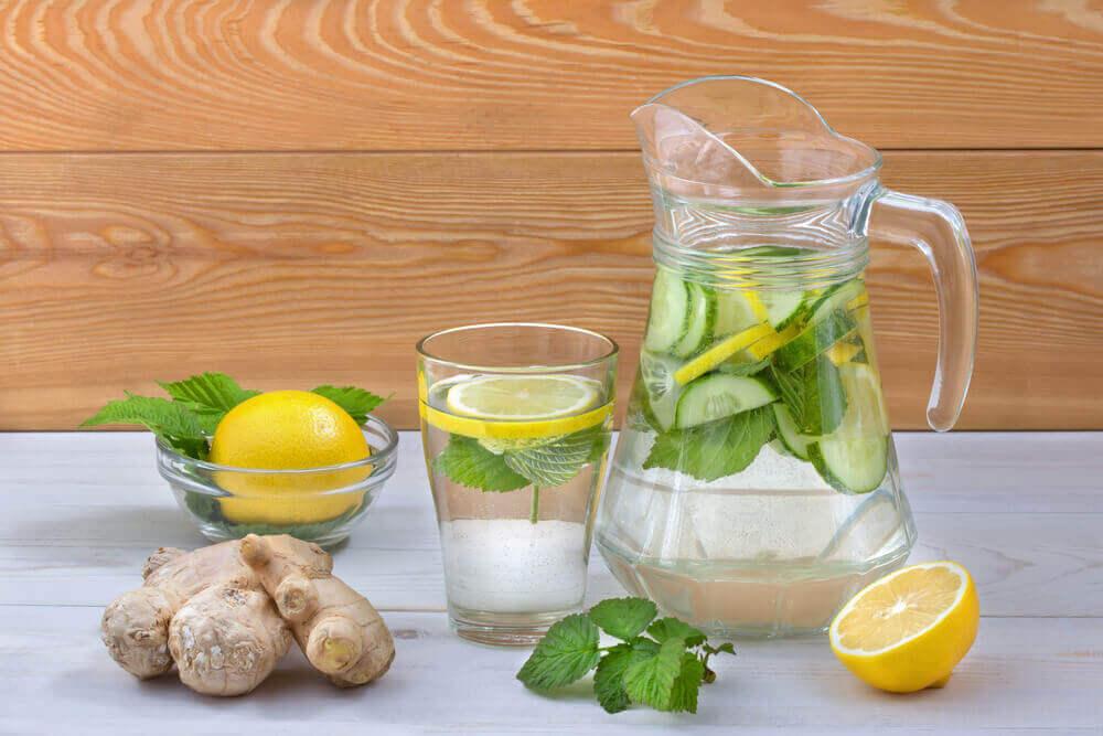 υπερβολική ζάχαρη ρόφημα από τζίντζερ και λεμόνι
